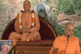 Vrindavan-sounds-with-Radhanath-Swami2-1