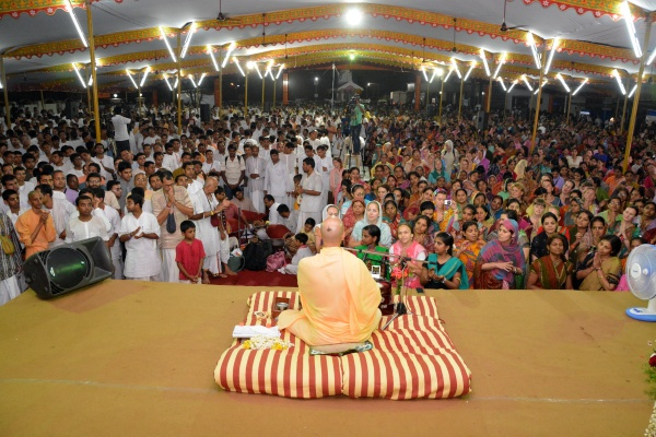 Radhanath Swami doing Kirtan at Updupi