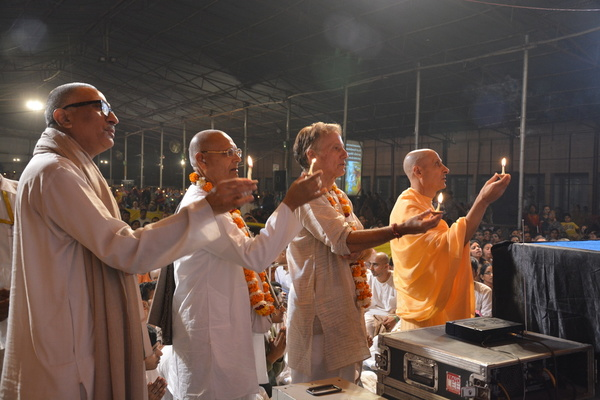 Radhanath Swami Offering lamp at Vrindavan Yatra