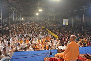 Talk-by-Radhanath-Swami-during-Vrindavan-Yatra-2013