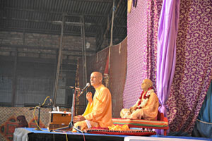 Talk-by-Radhanath-Swami-during-Vrindavan-Yatra