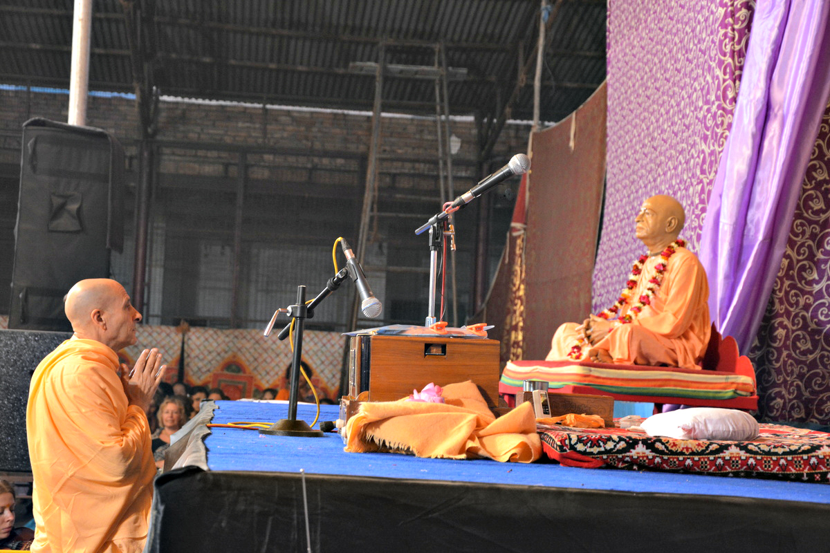 Radhanath Swami Offering respects to Srila Prabhupada